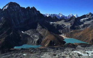 Gokyo-Lake-Ngozumba-Glacier