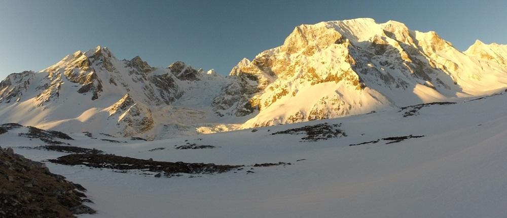 manaslu trek altitude